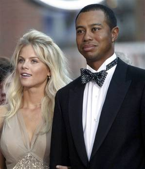 Elin-nordegren-and-tiger-woods-on-red-carpet